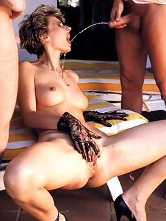 Bizarre seventies lady loves to play naughty watersports