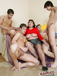 Chubby mom hooks up with 4 guys from a sex chat and gets gangbanged like shes 20 again